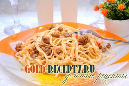 Приготовить спагетти с фаршем