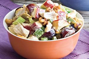 салат с виноградом и курицей ананасом и