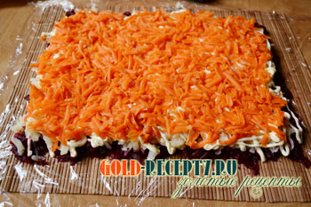 выкладываем морковку