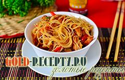 Фунчоза со свининой и маринованными овощами – кулинарный рецепт