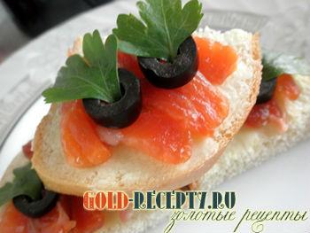 Бутерброды с семгой и оливками