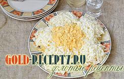 Салат из консервированной горбуши Ромашка рецепт пошаговый с фото