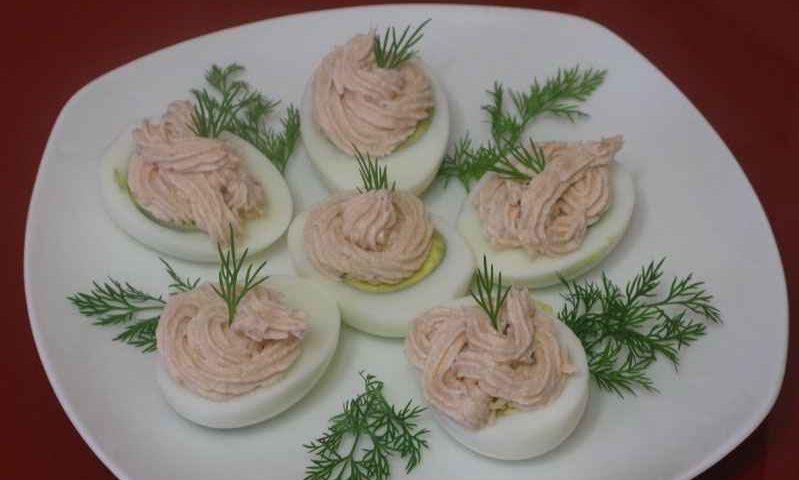 Яйца с лососевым муссом