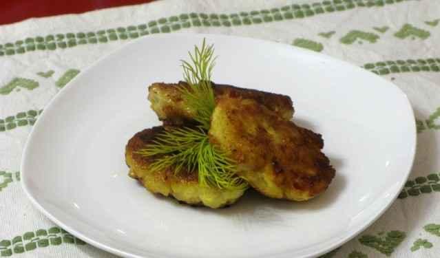 Куриные котлетки с помидорами и пармезаном