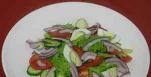 Летний салат с тунцом - приготовление