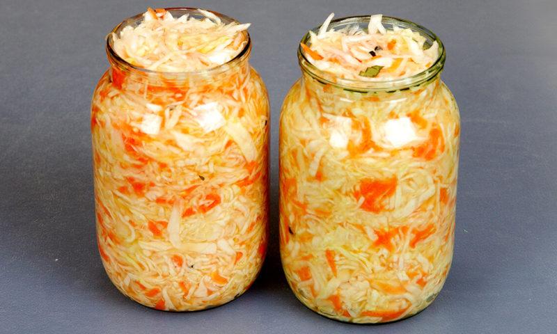 Квашеная капуста в домашних условиях в банках: 15 лучших рецептов квашеной капусты